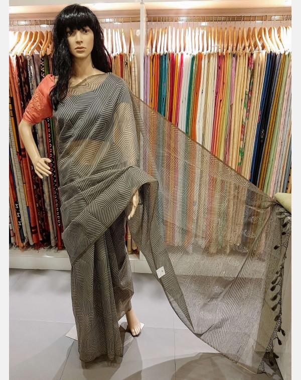 Stripes design on kota saree.